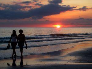 sunset-beach-friends-1209789-m